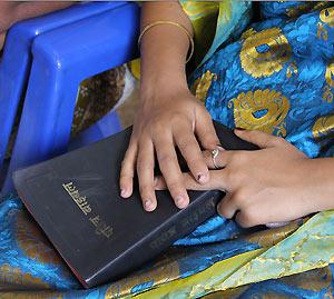 1821496715mano-biblia300x200