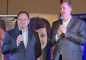 Marcos Witt y Michael Coleman anunciando la alianzan en Expolit 2009